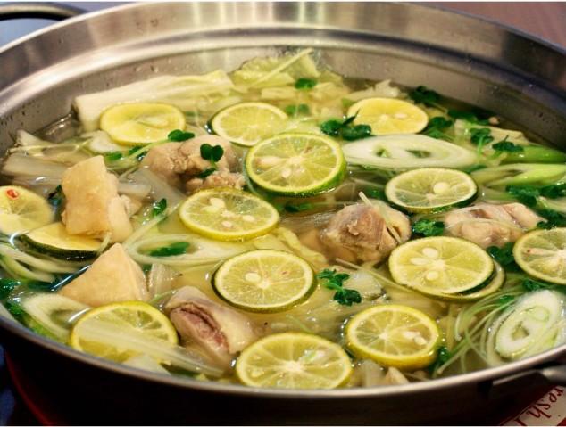さっぱりスープの白菜と鶏肉のすだち鍋