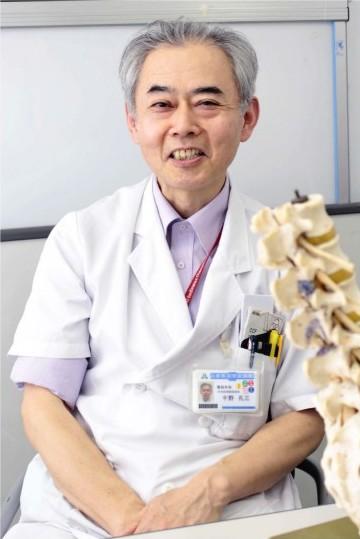 千野孔三(ちの・こうぞう)さん 1986年東京医科大卒。国立大蔵病院(現国立成育医療センター)などを経て、97年から県立中央病院勤務。日本整形外科学会専門医、同学会認定脊椎脊髄病医、日本脊椎脊髄病学会脊椎脊髄外科指導医。昭和町出身。