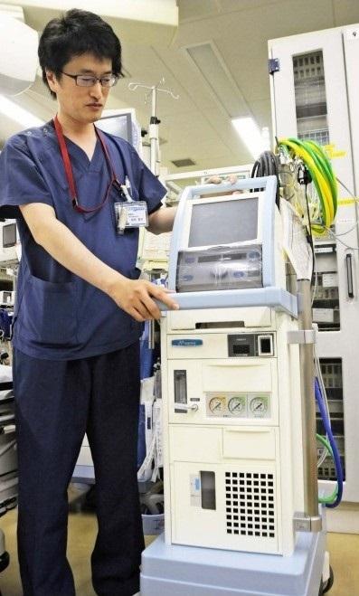 適切に扱うためには高度な専門知識と経験が必要な人工心肺装置「ECMO(エクモ)」。池田督司医師は重度の呼吸不全患者に対するエクモを用いた治療経験が豊富にある=甲府・県立中央病院