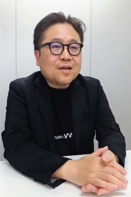 萱沼徹(かやぬま・とおる)さん 富士吉田市出身。都留高-慶応大商学部卒。会計事務所兼監査法人を経て2000年に「ディー・マネージ」、14年に「キャップクラウド」を設立。現在2法人の代表。横浜市在住。51歳。