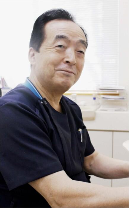 診療経験を基に「患者から学んだこと」を著書にまとめた永関慶重医師=甲斐市中下条