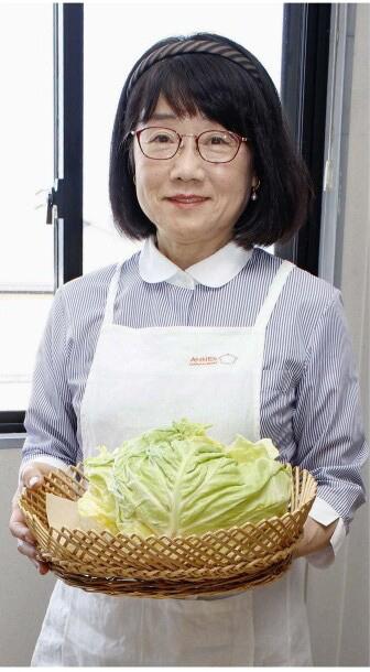 「ちょい干し野菜」を提案する金子さん=甲府市内