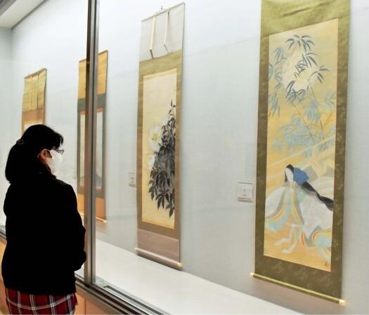川崎小虎の大和絵などを集めた作品展=南アルプス市立美術館