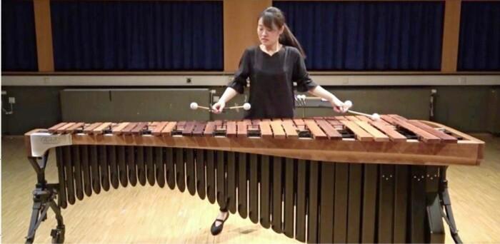 バンベルク国際マリンバコンクールの審査のため演奏する萩原佑さん