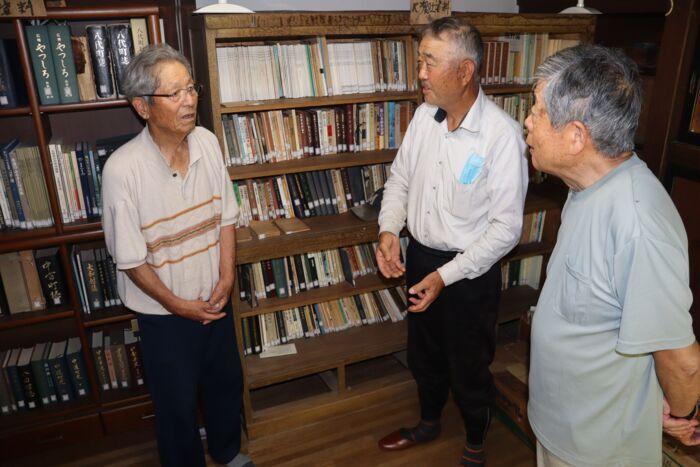 中村良一さんが収集した資料を展示している「中村文庫」=笛吹市八代郷土館
