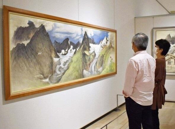 南アルプスやスイスの山々や花を描いた宮本和郎さんの作品展=南アルプス市立美術館