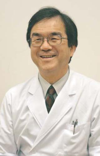 ふじい・えいじさん 1978年東京医科歯科大歯学部卒。同大第1口腔外科助手を経て、99年から市立甲府病院。2006年から歯科口腔外科部長。日本口腔外科学会専門医。甲府市出身。