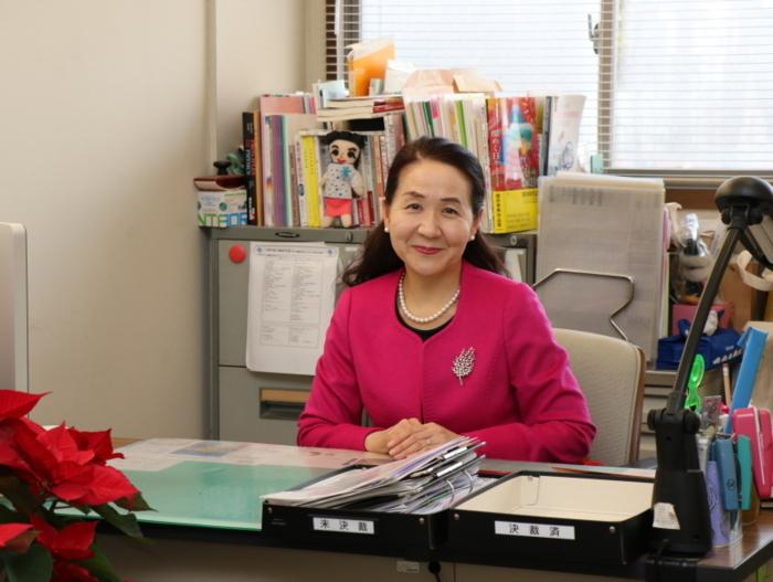 「山梨英和は、今までもこれからも、国際的な視野に立ち、社会に貢献できる自立した女性を育てます」と話す三井貴子山梨英和中・高校長