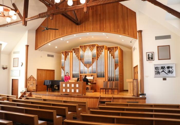 1949年に建設されたグリンバンクチャペル(旧講堂)には、創立100周年記念事業の一環として90年にパイプオルガンが設置され、心静かに礼拝を守っている