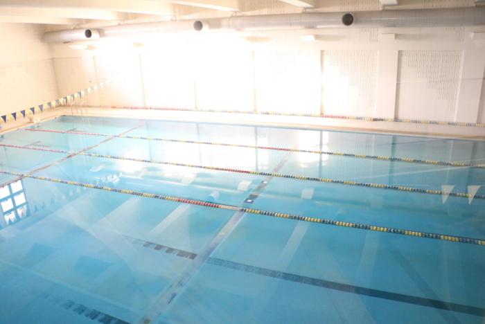 体育施設も充実していて、25メートルの室内プールがある
