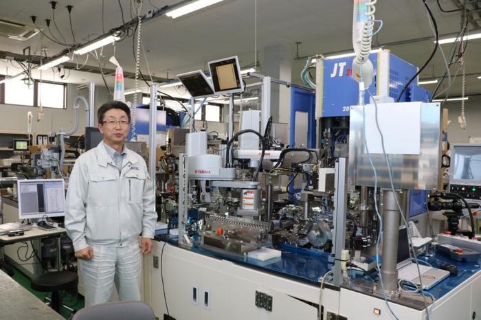製作中の鍼灸針組み立て機。同社は平均すると年間40台ほどの機械を製作納品する