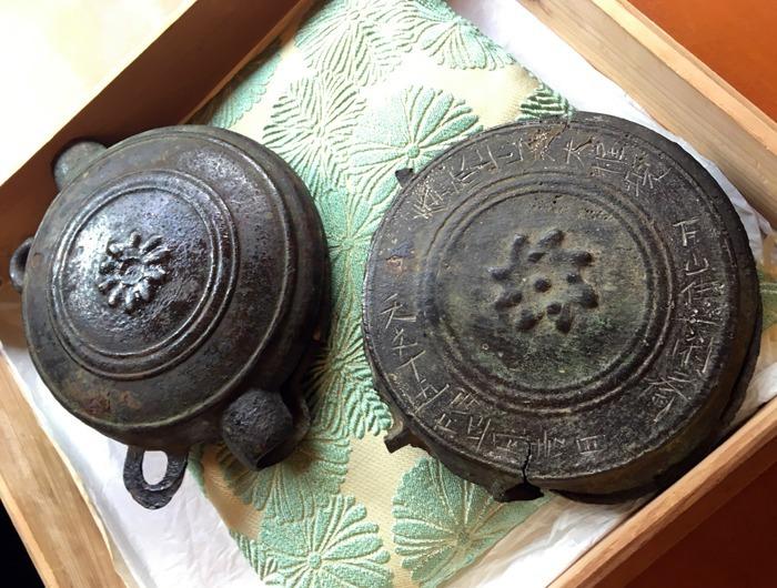 武田家重臣の穴山梅雪が奉納した銅鑼(どら)は、家宝として代々受け継がれている