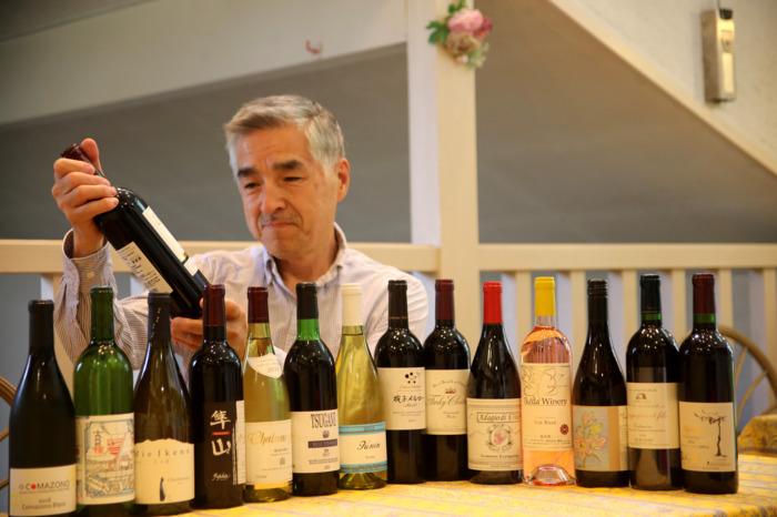 「ボルドーから日本ワインまでをカジュアルフレンチとともに」とアピールするオーベルジュ・ドゥ・アンサンブル店主の太田正彦さん