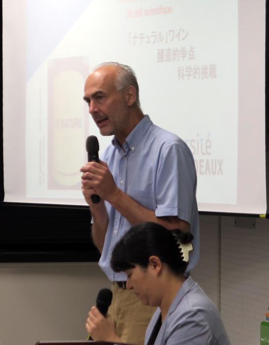 講演するボルドー大ワイン醸造学部のジル・ド・ルベル教授