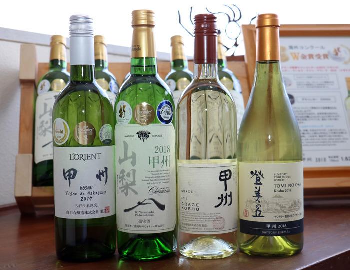 デキャンタ・ワールド・ワイン・アワードでプラチナ賞や金賞を受賞した甲州種ワインも一堂に並ぶ