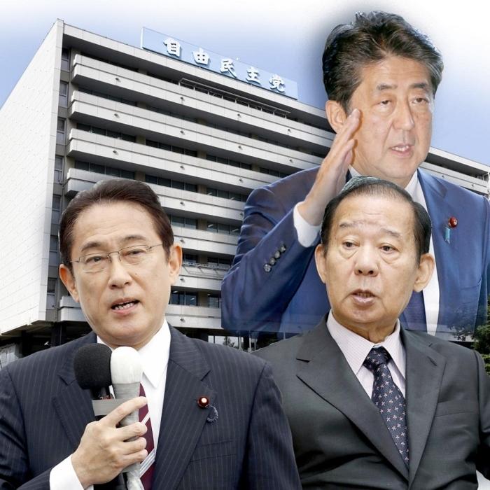 永田町の自民党本部を背景に、安倍首相(右上)、二階幹事長(右下)、岸田政調会長(左下)