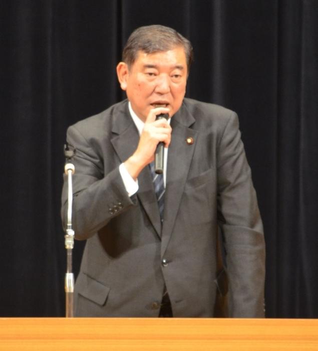 韮崎市内で講演する石破茂氏。安倍政権下では「冷や飯組」とされる(2018年4月)