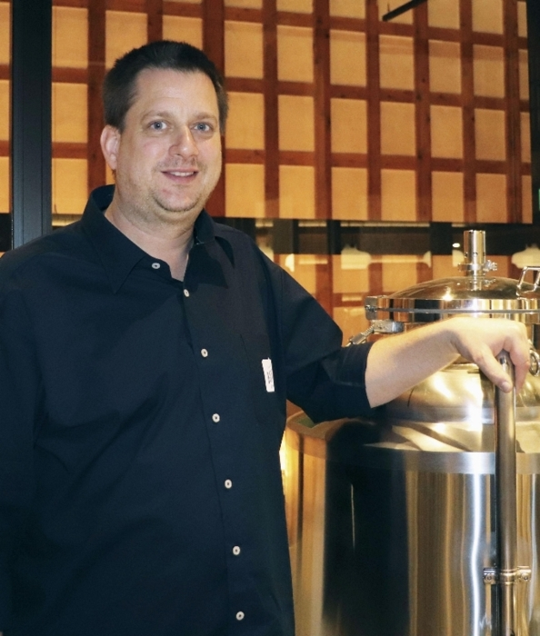 富山市の歴史地区でビールパブをオープンさせたチェコ人醸造家ジリ・コティネックさん