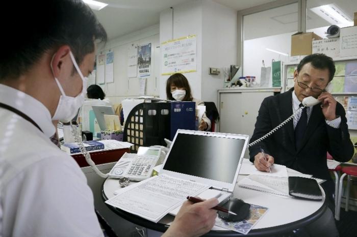 連合が新型コロナ関連で行った電話相談=3月、東京都千代田区