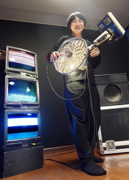 中古家電を楽器としてよみがえらせるアーティスト和田永(わだ・えい)さん