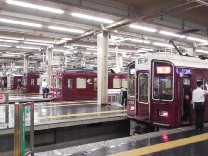 阪急・大阪梅田駅。9線10面の大空間で列車が発着する姿にはいつも感動させられる