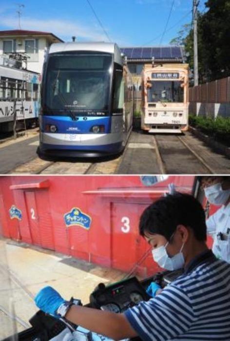 (上)運転体験に使った岡山電気軌道の7601形(右)と、LRTの「MOMO」=いずれも9月、岡山市の岡電車庫で、(下)運転士さんの指導を受けてマスコン、ブレーキを操作する息子