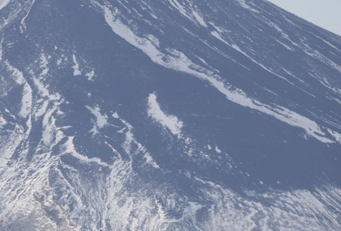 「農鳥」のように見える雪形=富士吉田市内から