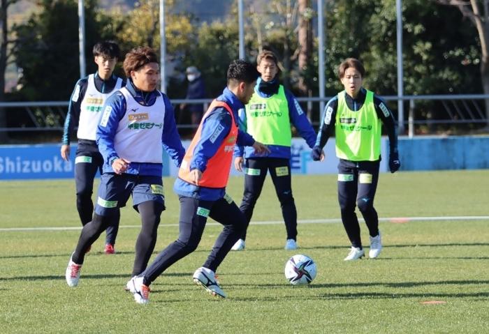 ビルドアップの練習に取り組んだVF甲府イレブン=静岡・清水ナショナルトレーニングセンター