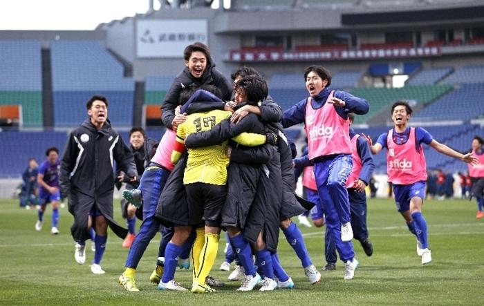 変化と進化を重ね、全国高校サッカー選手権で優勝した山梨学院イレブン=埼玉スタジアム