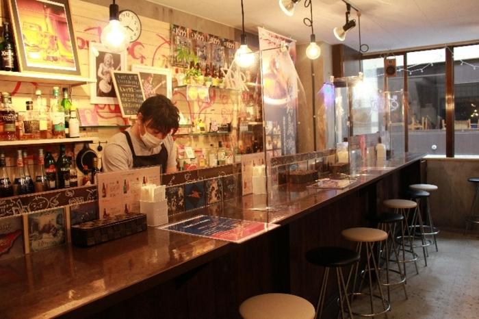 バーのような落ち着いた雰囲気の店内=いずれも甲府市丸の内1丁目