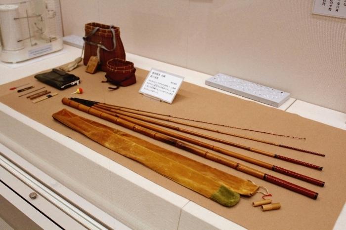 飯田龍太が愛用した釣り道具=甲府・県立文学館