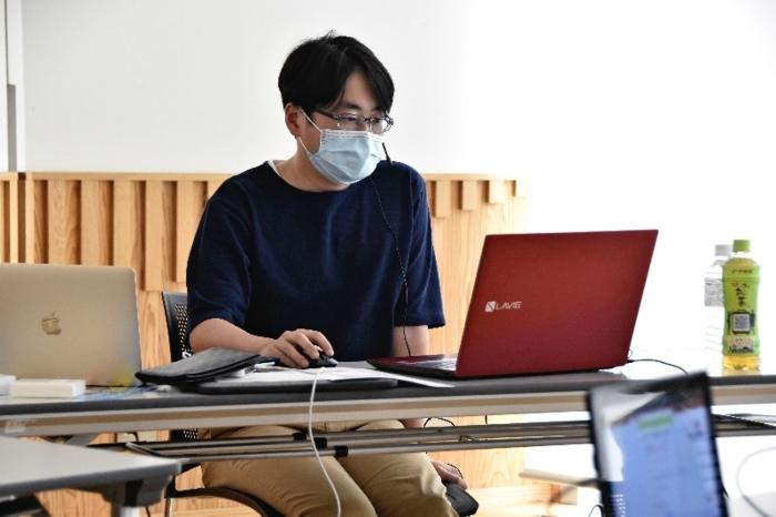 新型コロナウイルスのワクチンについて解説する三河貴裕医師=甲府・県立図書館