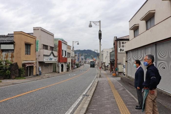 シャッターを下ろした店舗が目立つ鰍沢商店街=富士川町鰍沢