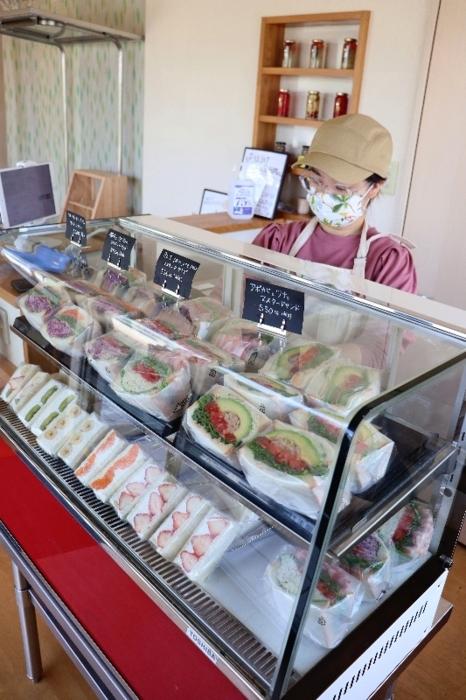 風間早希さんらが運営するマスタードを使ったサンドイッチの店=笛吹市石和町窪中島