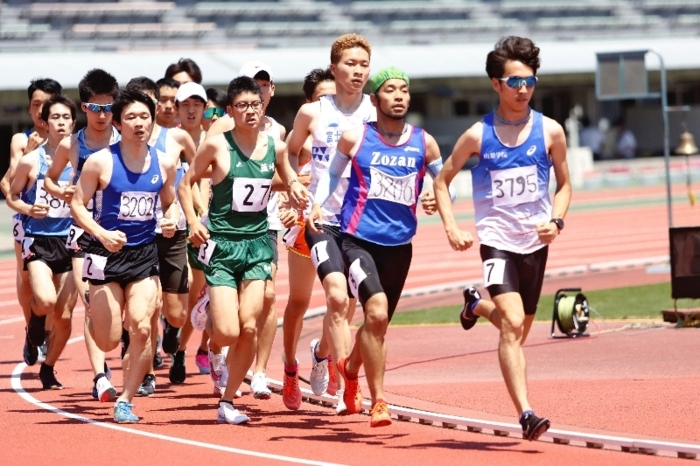 【陸上県選手権 男子500メートル予選「1組」】懸命に走る選手たち=JITスタジアム