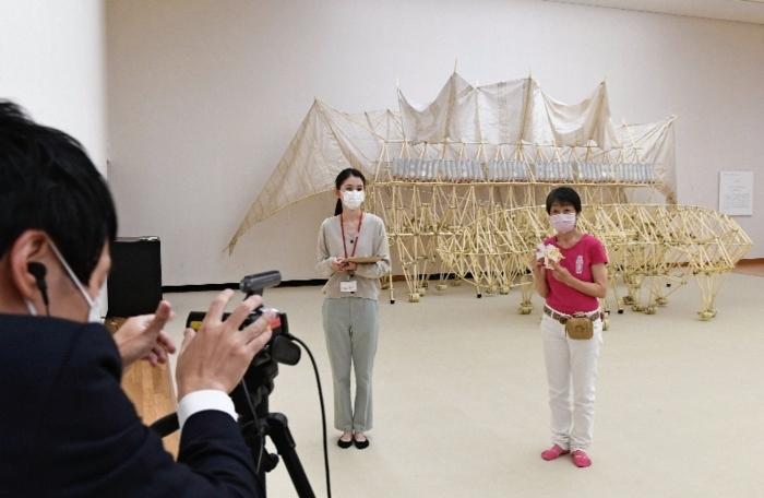 県立美術館と山梨大付属病院の院内学級をオンラインでつないだイベント=甲府・県立美術館