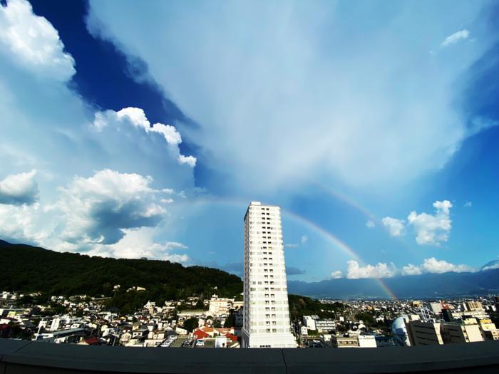 甲府・山日YBS本社屋上から4日午後5時20分ごろ撮影