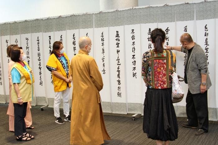 台湾の僧・星雲大師の書が並ぶ書道展=甲府・県立図書館
